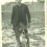 12 de abril 1963, detras del campo de futbol, chico cazador